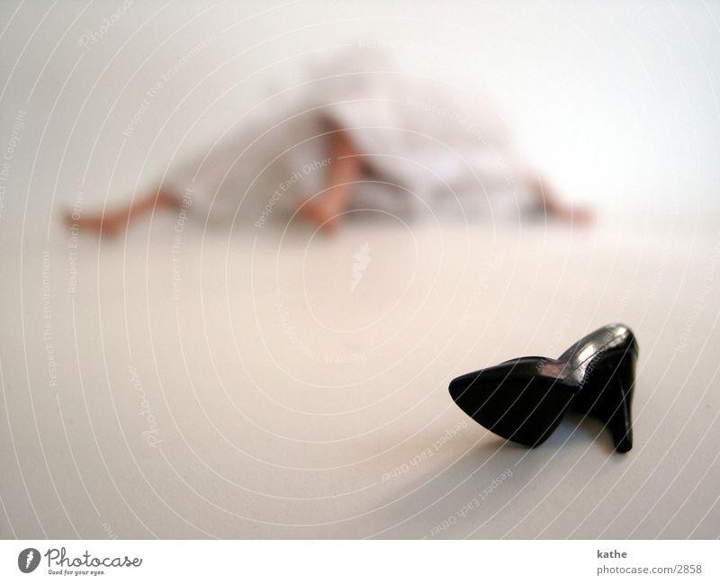 ashenbrödel Cinderella Barbie Footwear Woman Dress Cloth White Black Tulle Toys Human being Floor covering Skin Statue