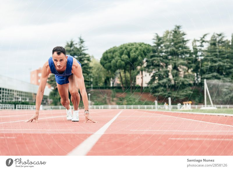 Man getting ready to start running Athlete Track and Field Black Block blocks Clothing Self-confident Copy Space Practice Healthy Lifestyle Line 1 Exterior shot