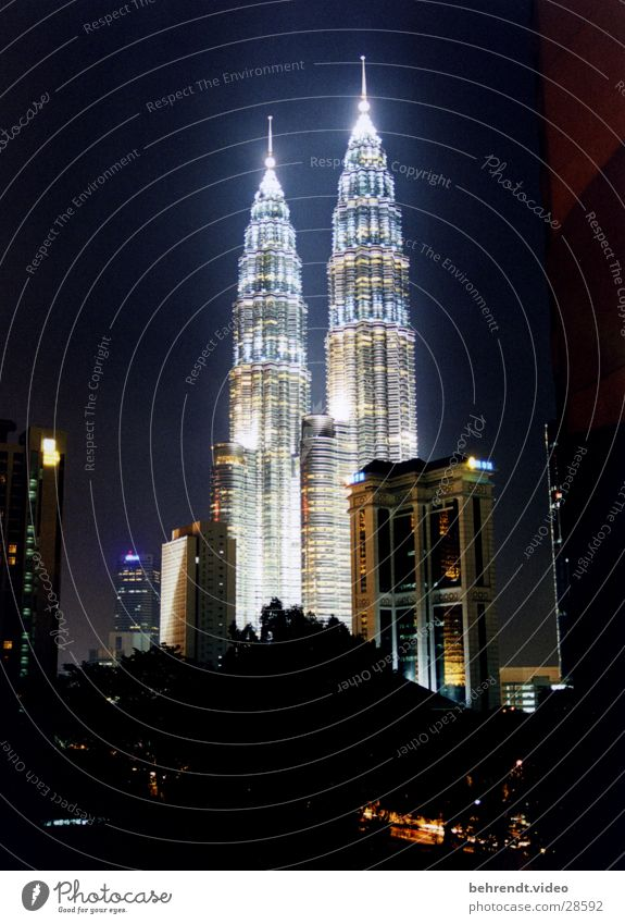 Architecture Building High-rise Point Skyline Illuminate Illumination Night shot Malaya Spire City light Petronas Twin Towers Kuala Lumpur