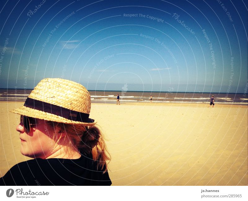 Frau am Strand Vacation & Travel Trip Summer Summer vacation Beach Ocean Waves Feminine Young woman Youth (Young adults) Head 1 Human being 18 - 30 years Adults
