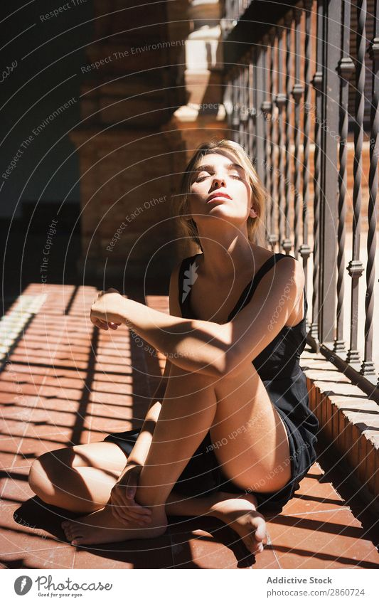 Close-up of woman in sunlight Woman human face sun ray Earnest emotionless Blonde Looking Fresh Youth (Young adults) Beauty Photography Loneliness Unemotional