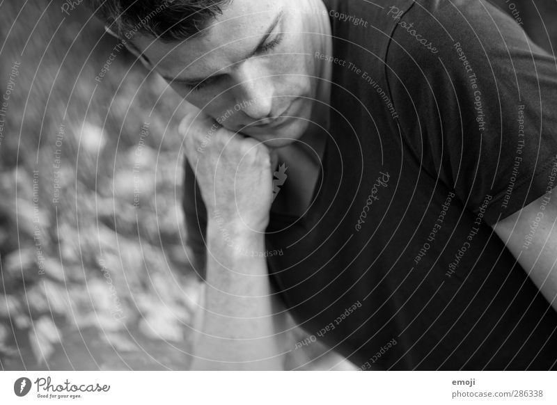 fade to grey Masculine Young man Youth (Young adults) 1 Human being 18 - 30 years Adults T-shirt Dark Earnest Meditative Black & white photo Exterior shot