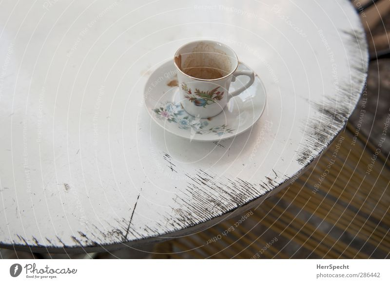 After the coffee break Beverage Coffee Crockery Plate Cup Wood Retro White Table Old Abrasion Empty Flowery pattern Decoration Saucer Coffee cup Coffee break