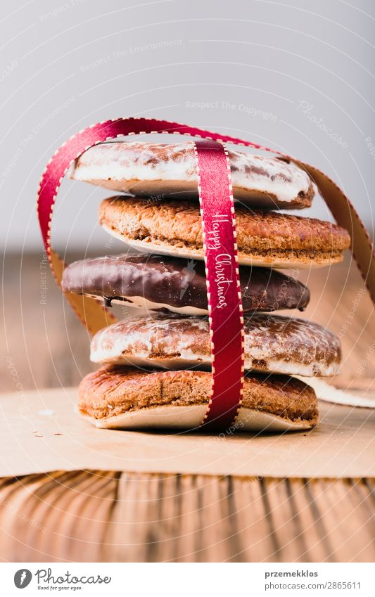 A few gingerbread cookies wrapped in red ribbon Happy Christmas Dessert Nutrition Eating Diet Table String To enjoy Delicious Brown Baking Bakery biscuit
