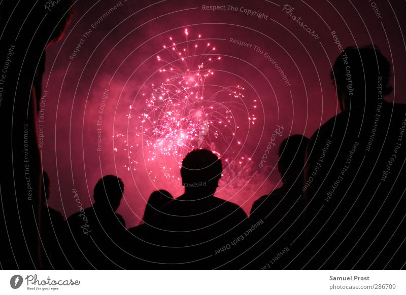 silhouette Body Head Group Crowd of people Relaxation To enjoy Illuminate Looking Gigantic Pink Red Black Joie de vivre (Vitality) Enthusiasm Euphoria Together