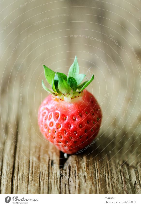 KingStrawberry Food Fruit Nutrition Eating Organic produce Green Red Delicious Tasty Wooden table Leaf Berries Juicy Summer Colour photo Interior shot