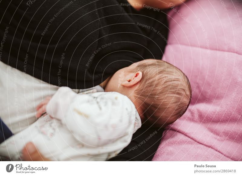 Mother breastfeed baby Child Human being Youth (Young adults) Joy 18 - 30 years Eating Lifestyle Adults Love Feminine Together Lie Happiness To enjoy Baby Sleep