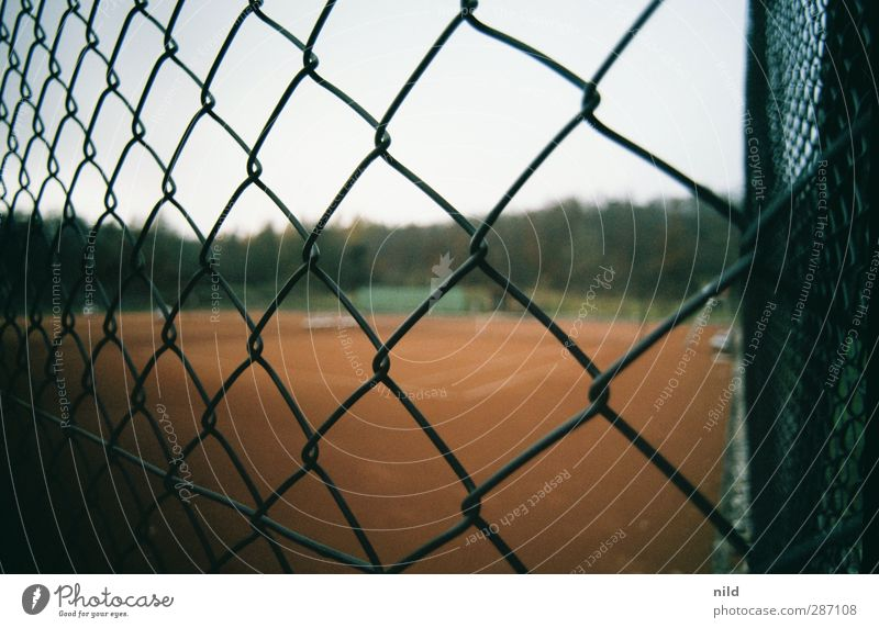 Red Landscape Autumn Sports Gray Horizon Leisure and hobbies Fog Fitness Fence Athletic Sports Training Tennis Bad weather Ball sports Sporting Complex