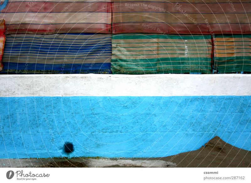 el muro Wall (barrier) Wall (building) Facade Stone Sand Stripe Dirty Dark Sharp-edged Sack Cloth Multicoloured Blue Drainage Hollow Fence Shielded Varnish