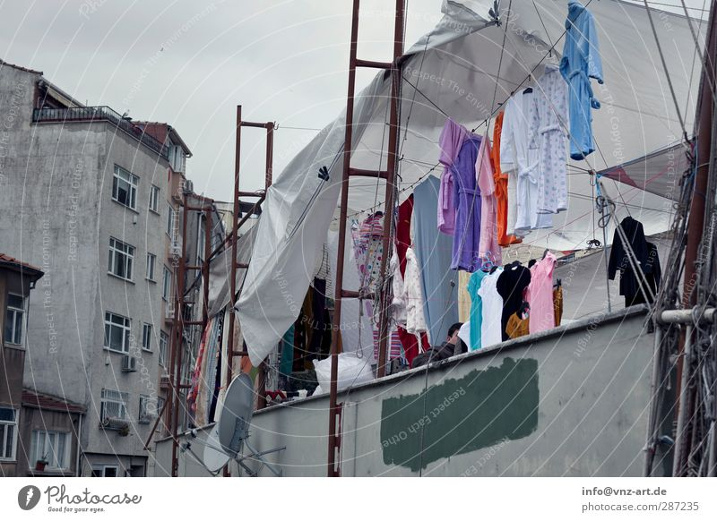 bazaar Town Downtown Pedestrian precinct Marketplace Wall (barrier) Wall (building) Facade Clothing T-shirt Bathrobe Poverty Many Gray Bazaar Istanbul