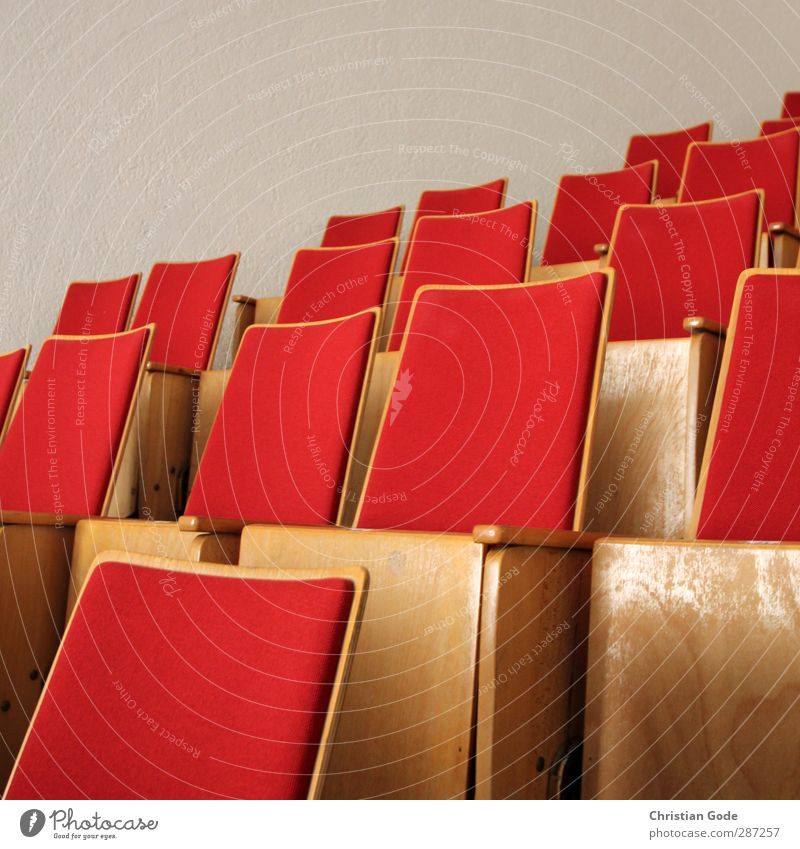 Red Wall (building) Wood Architecture Building Leisure and hobbies Cloth Theatre Cinema Seating Foyer Row of seats Populated Stands Chair back Overpopulated