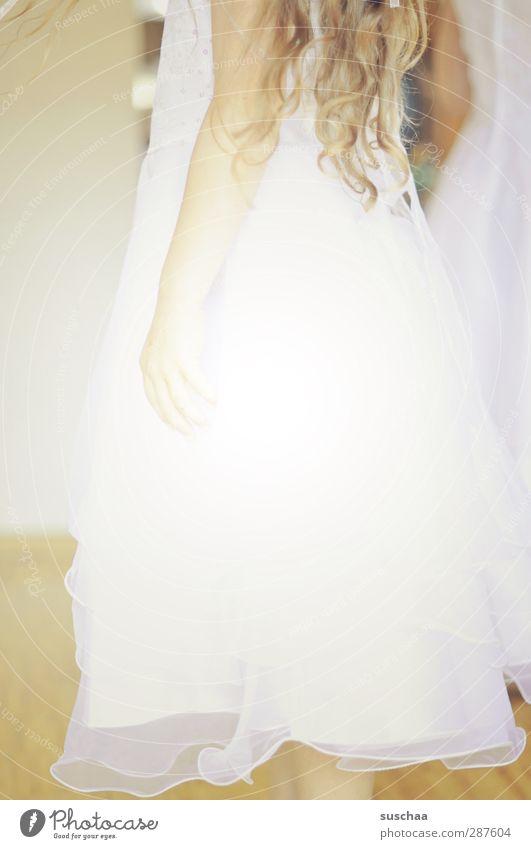 angels? Feminine Child Girl Skin Hair and hairstyles Arm Hand 1 Human being 3 - 8 years Infancy White Idyll Dress Wedding Firm flower girl lured Angel