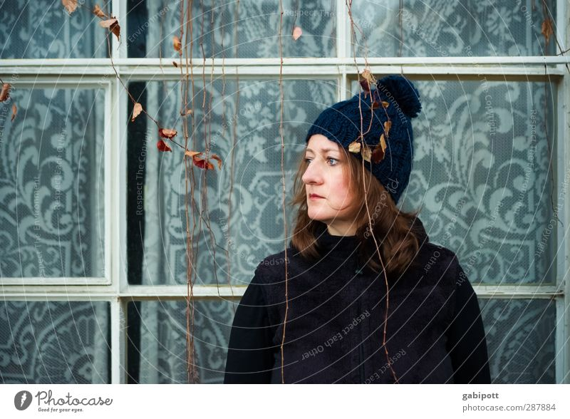 Don't Look Back In Anger Lifestyle Style Human being Feminine Woman Adults 1 Port City Facade Window Observe Uniqueness Blue Emotions Moody Sadness Fatigue