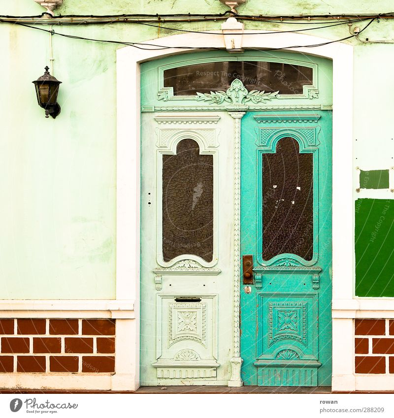 entrance Town House (Residential Structure) Manmade structures Building Architecture Wall (barrier) Wall (building) Facade Door Green Red Portugal South