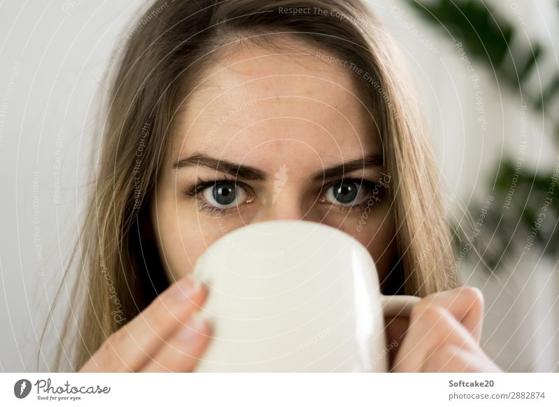 tea time Breakfast Hot drink Hot Chocolate Coffee Latte macchiato Tea Cup Mug Human being Feminine Adults Head Face Eyes 1 18 - 30 years Youth (Young adults)