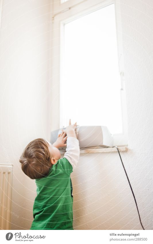 Technology that inspires Radio (device) Cable Toddler 1 Human being 1 - 3 years Listen to music Bright Curiosity Interest Window Grasp Child Green Touch