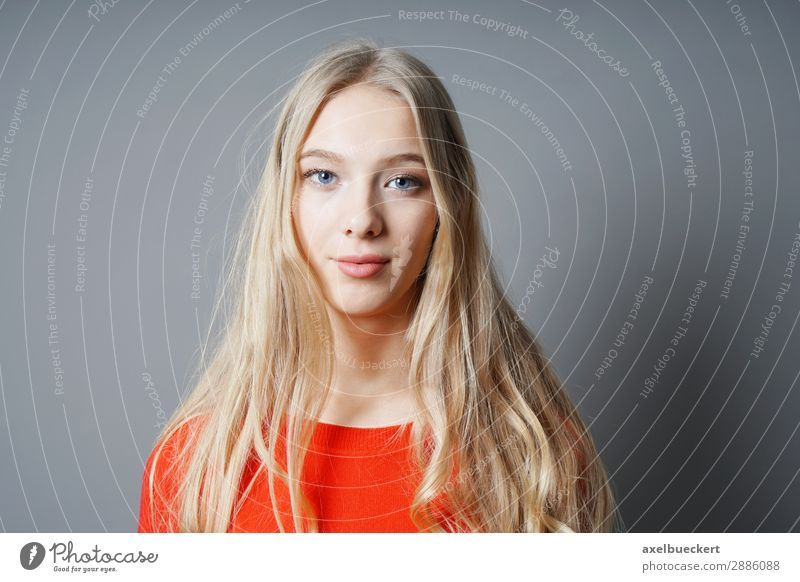 young woman with long blond hair Human being Feminine Young woman Youth (Young adults) Woman Adults 1 13 - 18 years 18 - 30 years Blonde Long-haired Contentment