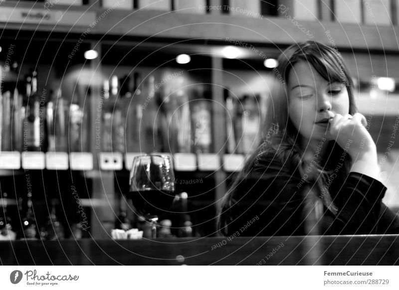 Simply her (VII). Feminine Young woman Youth (Young adults) Woman Adults 1 Human being 18 - 30 years Wine cellar Restaurant Delicatessen Wine glass Shelves