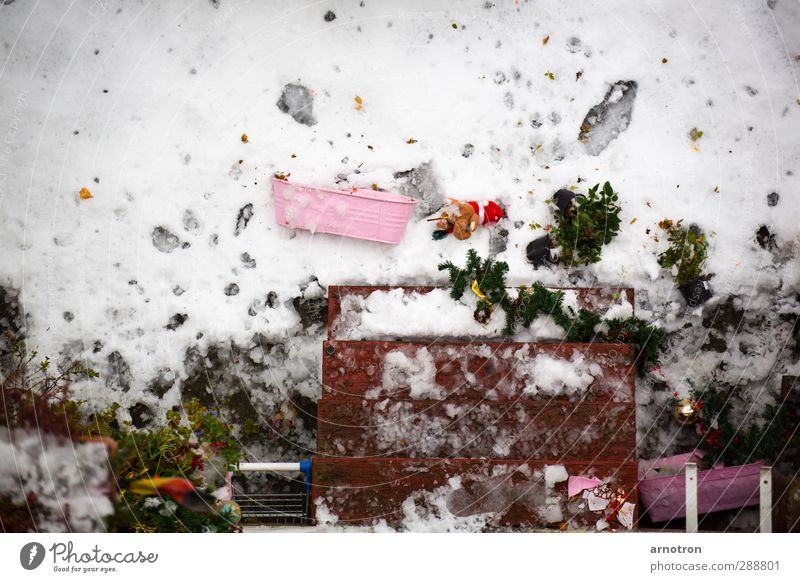 Christmas & Advent Green White Winter Snow Anti-Christmas Lie Pink Stairs Decoration To fall German Flag Footprint Terrace Destruction Tracks
