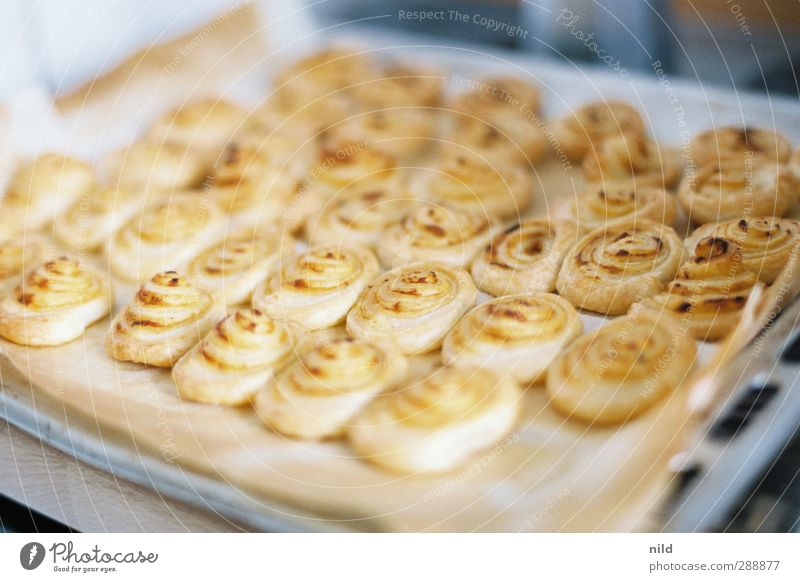 puff pastry snacks Food Dough Baked goods Nutrition Buffet Brunch Finger food Flaky pastry Snack Living or residing Kitchen Baking tray Crumpet Spiral