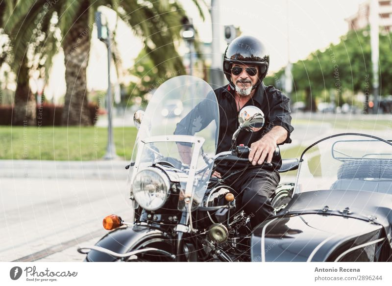 Sidecar portrait of mature man Style Contentment Relaxation Telecommunications Telephone Man Adults Male senior 45 - 60 years 60 years and older Senior citizen