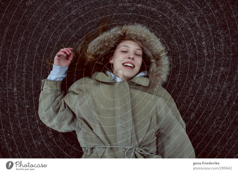 I DON'T OH. Style Joy Happy Face Freedom City trip Young woman Youth (Young adults) 1 Human being 18 - 30 years Adults Industrial plant Fashion Fur coat