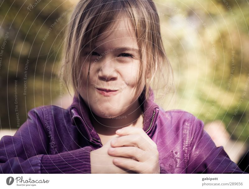 Tomorrow there will be children :) Human being Feminine Child Infancy Hand 1 3 - 8 years Laughter Illuminate Looking Happiness Happy Natural Smart Violet Joy