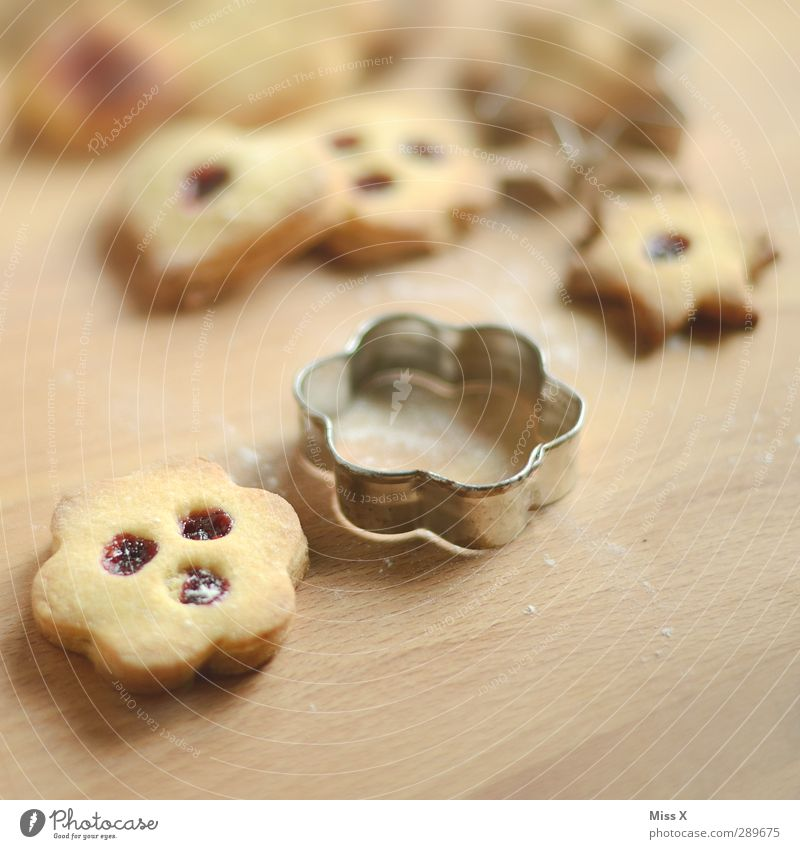 24.12. Food Dough Baked goods Nutrition Christmas & Advent Delicious Sweet Jam Linz Eye Linz biscuits Cookie cookie cutter Baking tin Hollow Wood Colour photo