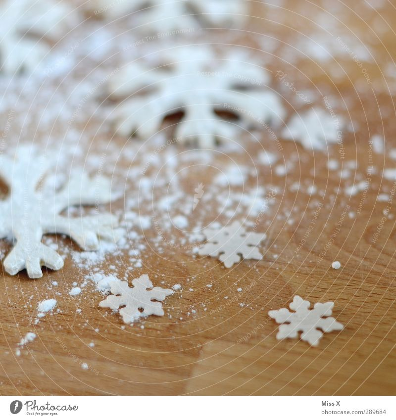 Christmas & Advent White Wood Food Nutrition Sweet Cooking & Baking Delicious Baked goods Christmas decoration Dough Cookie Snowflake Snow crystal