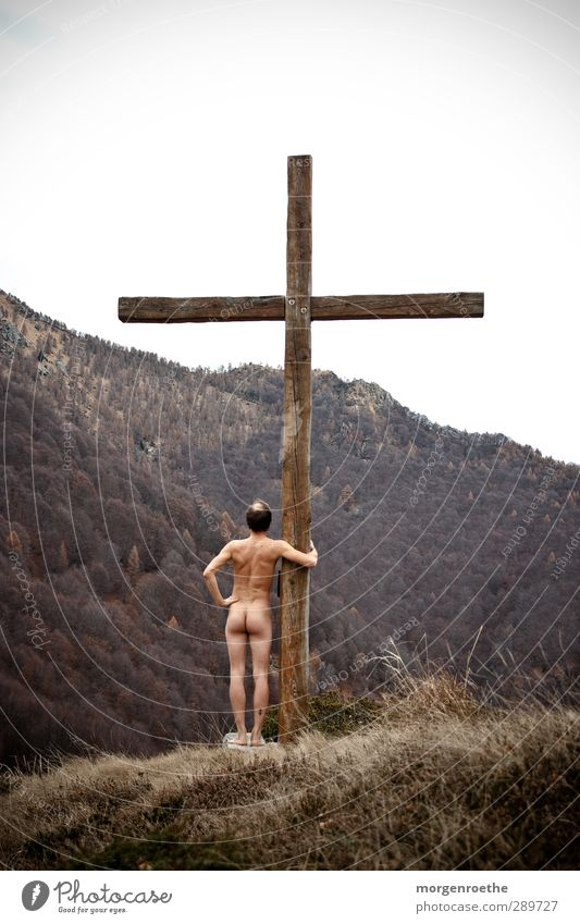 """hommage"" Body Mountain Hiking Human being Masculine Back Bottom Legs 1 18 - 30 years Youth (Young adults) Adults Natural Brown Calm Crucifix Jesus Christ Naked"