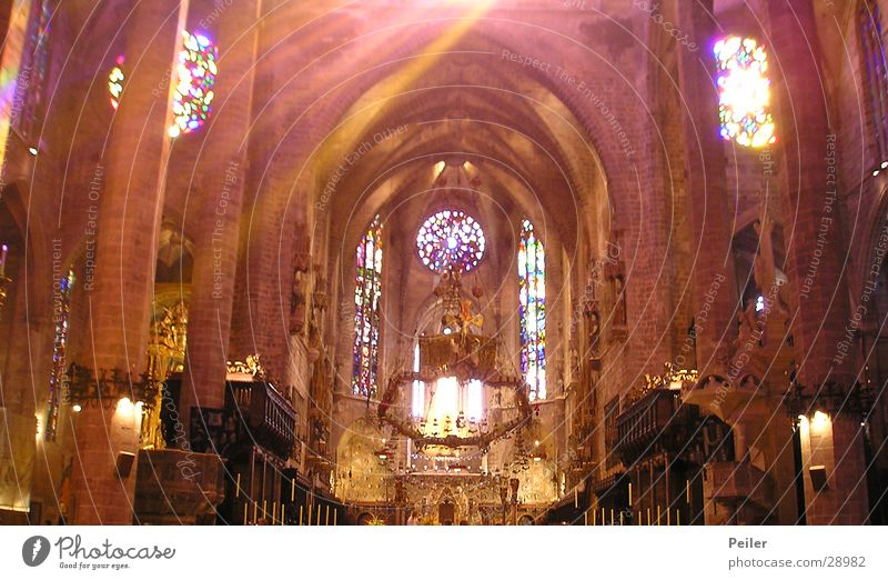 Glow in the dark Lighting House of worship Religion and faith Cathedral window picture Light (Natural Phenomenon) Colour