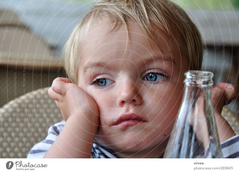 son all pensive Eating Lunch Beverage Drinking water Lemonade Bottle Summer Masculine Toddler Boy (child) Skin Head Hair and hairstyles 1 Human being