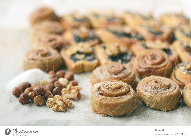 Christmas Pound 2 Food Dough Baked goods Cake Nutrition Breakfast To have a coffee Delicious Round Sweet Ingredients Walnut Hazelnut cinnamon bun nut snail