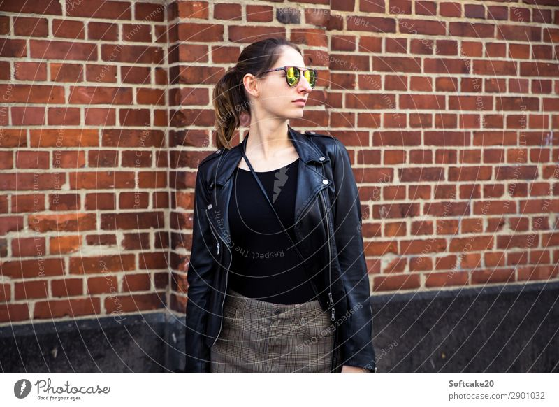 Woman with sunglasses 2 Lifestyle Elegant Style Hair and hairstyles Feminine Young woman Youth (Young adults) Adults Body 1 Human being 18 - 30 years Town