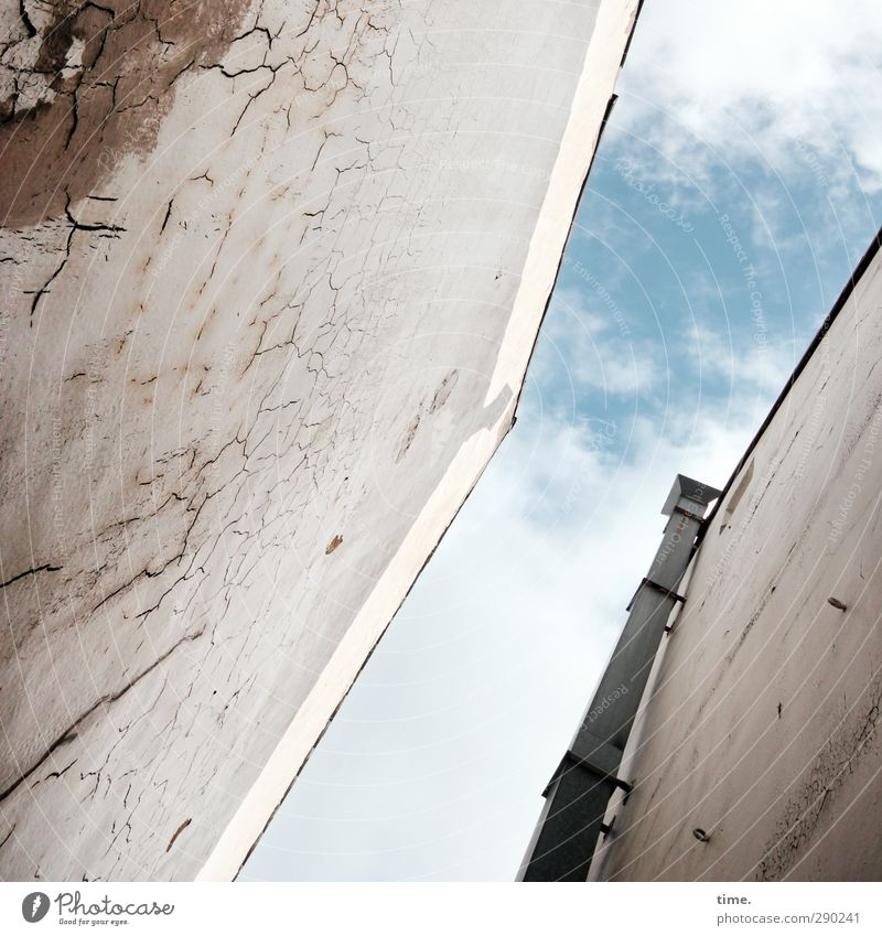 wetland Sky Clouds Beautiful weather House (Residential Structure) Wall (barrier) Wall (building) Facade Chimney Alley Backyard Threat Broken Trashy Gloomy Town