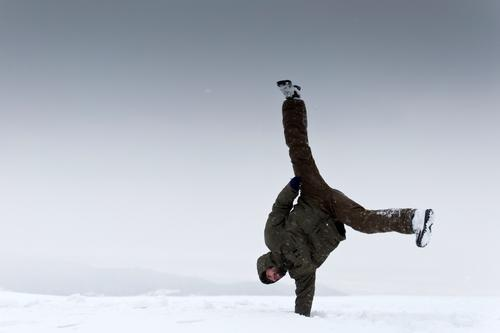 posture Trip Winter vacation Sports Handstand Acrobatic Human being Masculine Adults 1 Environment Nature Sky Climate Ice Frost Snow Exceptional Cool (slang)
