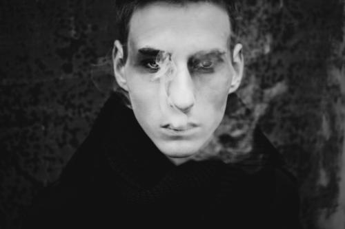 mephisto Lifestyle Style Make-up Smoking Young man Youth (Young adults) Face 1 Human being 18 - 30 years Adults Short-haired Breathe Think Dream Esthetic