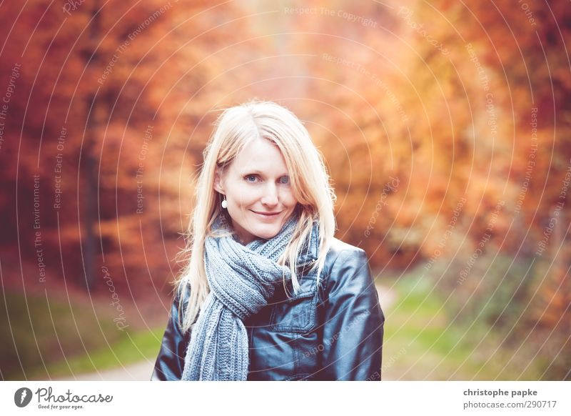 Autumn (t) Elegant Young woman Youth (Young adults) Woman Adults 1 Human being 18 - 30 years 30 - 45 years Forest Scarf Blonde Smiling Beautiful Environment