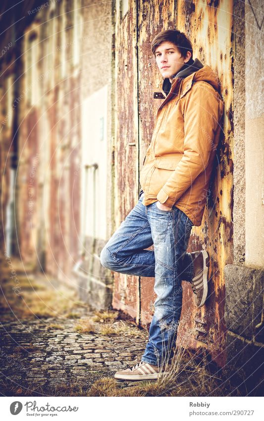 Un portrait rouillé II Masculine Young man Youth (Young adults) 1 Human being 18 - 30 years Adults Garage Garage door Garden Jeans Jacket Looking Stand Natural