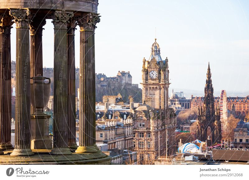 View from Calton Hill to Dugald Stewart Monument Tourism Downtown Old town Pedestrian precinct Skyline Populated Tourist Attraction Landmark Famousness balmoral