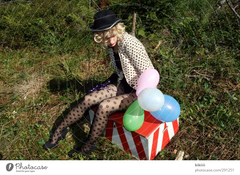 rest Girl Blonde Clown Circus balloons variegated Crate Spotted Meadow Wait Break Sit Tights