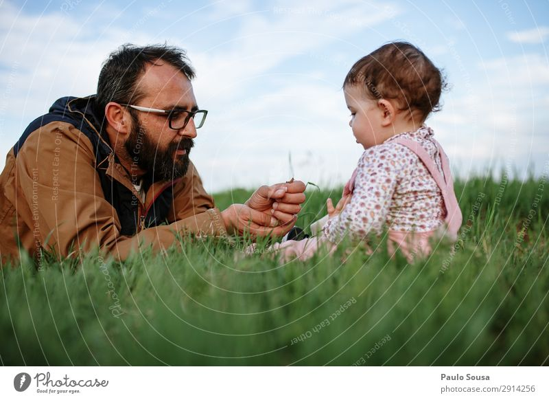 Father showing grasshopper to children Lifestyle Adventure Human being Masculine Child Baby Toddler Girl Man Adults 2 1 - 3 years 18 - 30 years