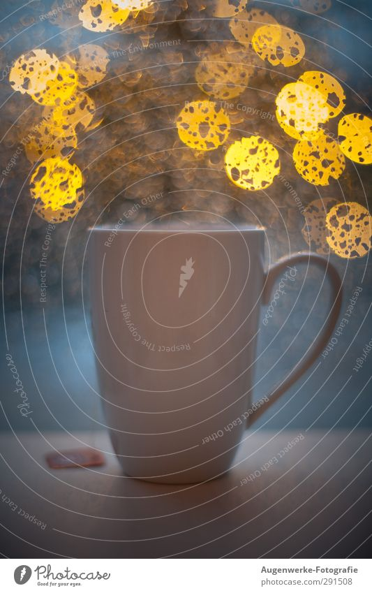 Rain-Bokeh Food Nutrition Beverage Drinking Hot drink Tea Crockery Cup Harmonious Well-being Contentment Relaxation Calm Winter Living or residing Blue Yellow