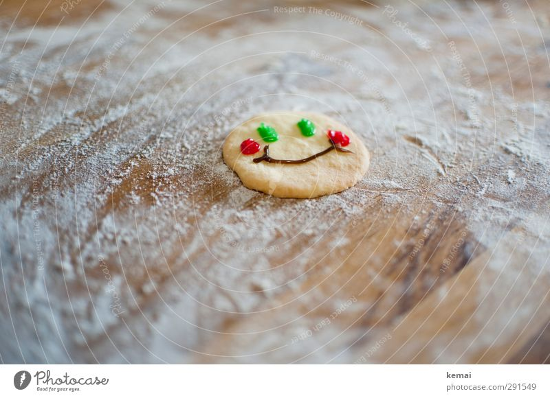 fortune cookie Food Dessert Cookie Nutrition Flour Smiley Surface Wood Smiling Laughter Friendliness Happiness Happy Green Red Facial expression Face