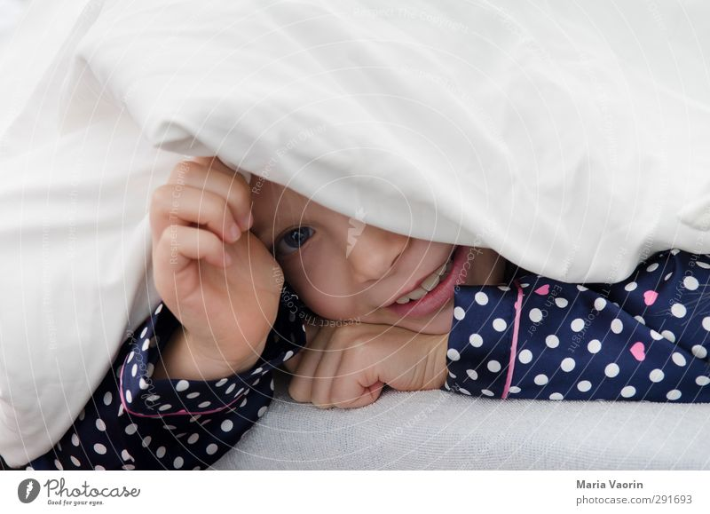 play hide and seek Playing Bed Children's room Bedroom Feminine Infancy 1 Human being 3 - 8 years Pyjama Observe Smiling Sleep Brash Happiness Happy Curiosity