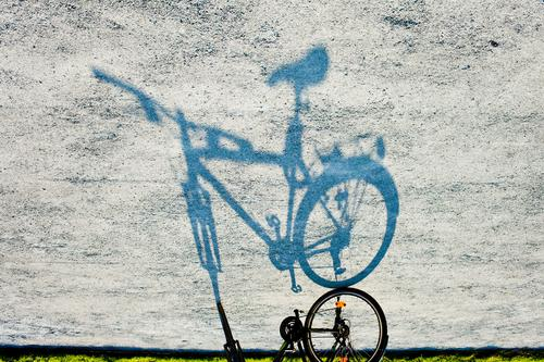 turnaround Bicycle Light Shadow Sidewalk Footpath Mirror image Silhouette Go crazy Bicycle handlebars Bicycle frame Bicycle saddle Wheel Transport