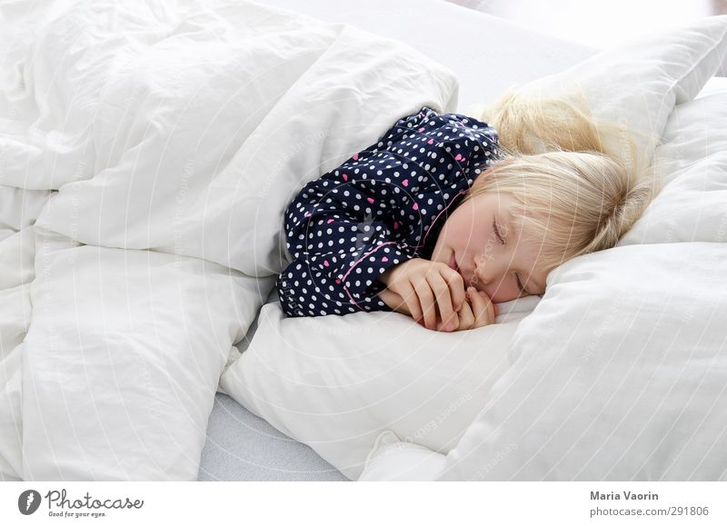 Human being Child Calm Relaxation Feminine Dream Lie Infancy Blonde Flat (apartment) Living or residing Warm-heartedness Sleep Break Bed Protection