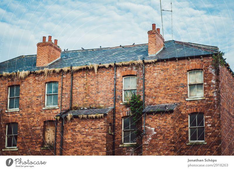 Brick facade residential house in England Town Architecture Esthetic Great Britain leeds House (Residential Structure) Living or residing Old Uninhabited Facade