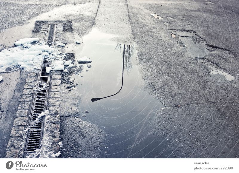 Water City Winter Environment Cold Street Snow Lanes & trails Wet Floor covering Ground Street lighting Fluid Traffic infrastructure Cobblestones Considerable