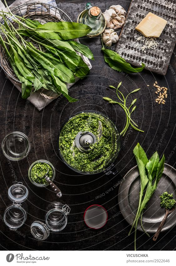 Prepare bear's garlic pesto Food Lettuce Salad Herbs and spices Cooking oil Nutrition Organic produce Vegetarian diet Diet Crockery Style Design Healthy Eating